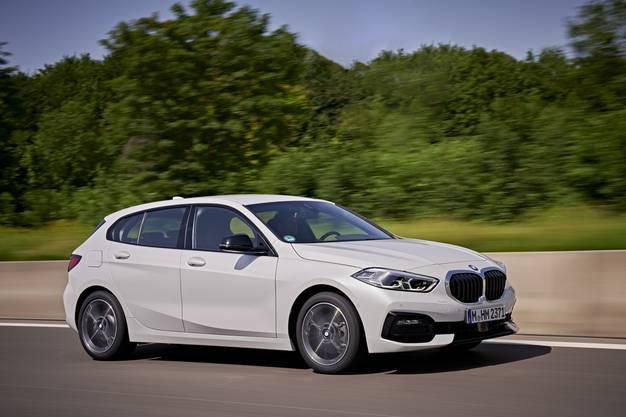 Erstmals bringt BMW den 1er mit Vorderradantrieb. Der neue Fünftürer bietet dadurch mehr Platz im Fond, sein Fahrverhalten bleibt wie gewohnt hochdynamisch.