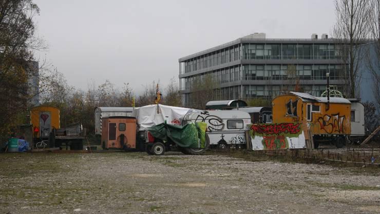 Die Wagabunten wohnen wieder auf dem Badi-Parkplatz.