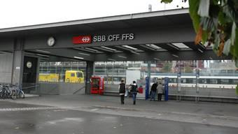 Am Bahnhof Brugg soll ein Fundraiser eine Passantin am Arm gepackt haben.