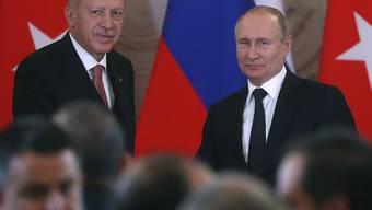 Wladimir Putin (r.) und Recep Tayyip Erdogan treten am Montag nach ihrem Treffen in Moskau vor die Medien.