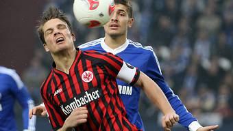 Frankfurt im Heimspiel gegen Schalke ohne Captian Pirmin Schwegler.
