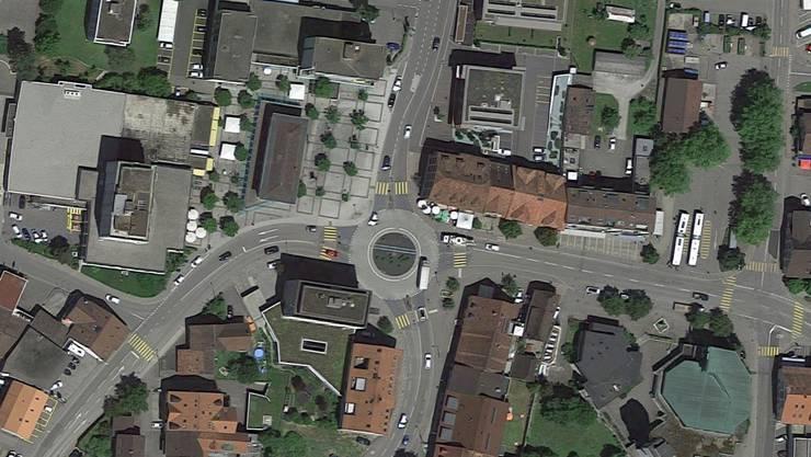 Der Unfall ereignete sich nördlich des Kreisels Central.