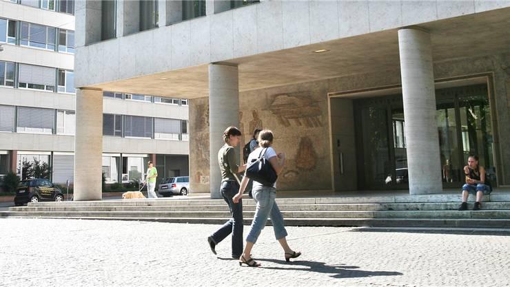 Eitel Sonnenschein am Petersplatz: Gibt es demnächst mehr Geld vom Bund für die Uni Basel?