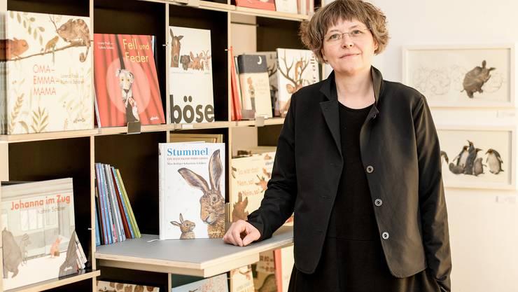 Naomi besucht preisgekrönte Basler Kinderbuchillustratorin Kathrin Schärer
