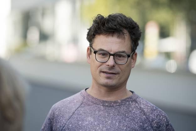 Graf hat einst Geschichte studiert, sich als Journalist versucht, um dann Parteisekretär der Grünen der Stadt Zürich zu werden und später ein paar Jahre Sprecher von Amnesty International.